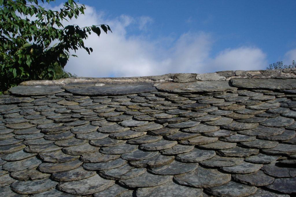 L'ardoise naturelle est incontournable pour une belle toiture avec Meignan JC.